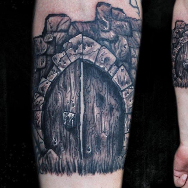 tatuaje freehand puerta